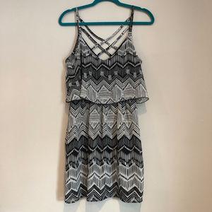 XL Juniors black&white printed dress